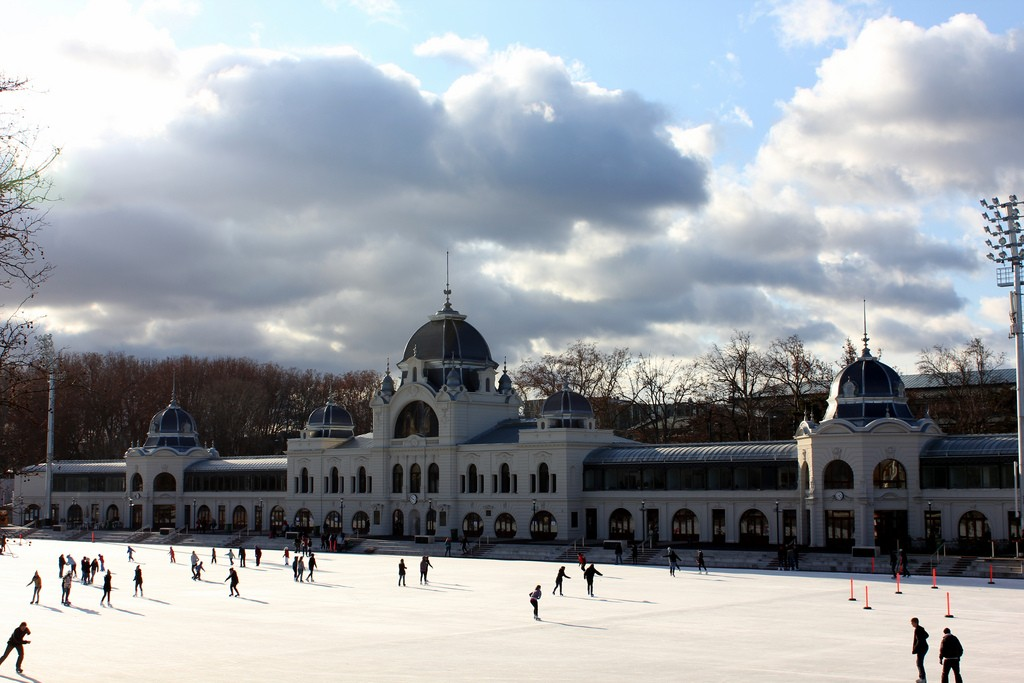 Top 5 Outdoor Ice-Skating Rinks in Europe This Christmas | Budapest Ice Rink | Credit: Flickr User - Rachel Titiriga https://goo.gl/tj79rU