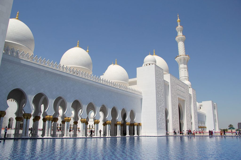 World's Most Beautiful Cities | Abu Dhabi - Sheikh Zayed Mosque |Credit: FritzDaCat Courtesy: Wikipedia