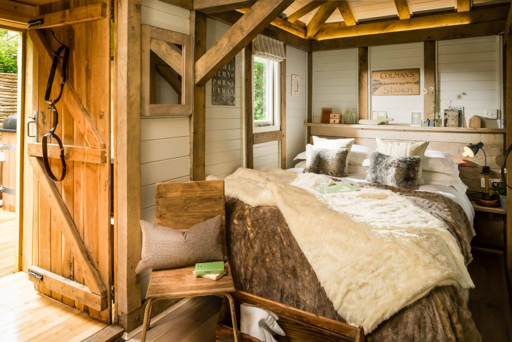 20 Unbelievable Off-the-Grids Getaways | Part I | Cosy Cabin Retreat in West Sussex | www.littlebear.uniquehomestays.com