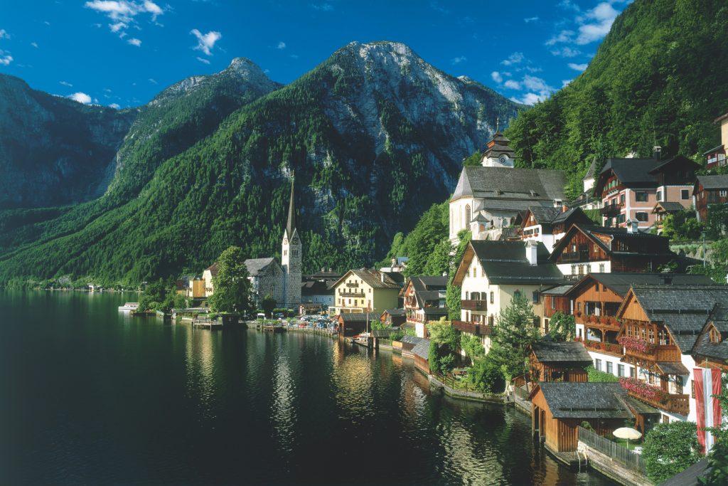 14 Picture Perfect European Towns | Hallstatt Salzkammergut © Österreich Werbung, Photographer: Pigneter | hallstatt-salzkammergut-oesterreich-werbung-Pigneter