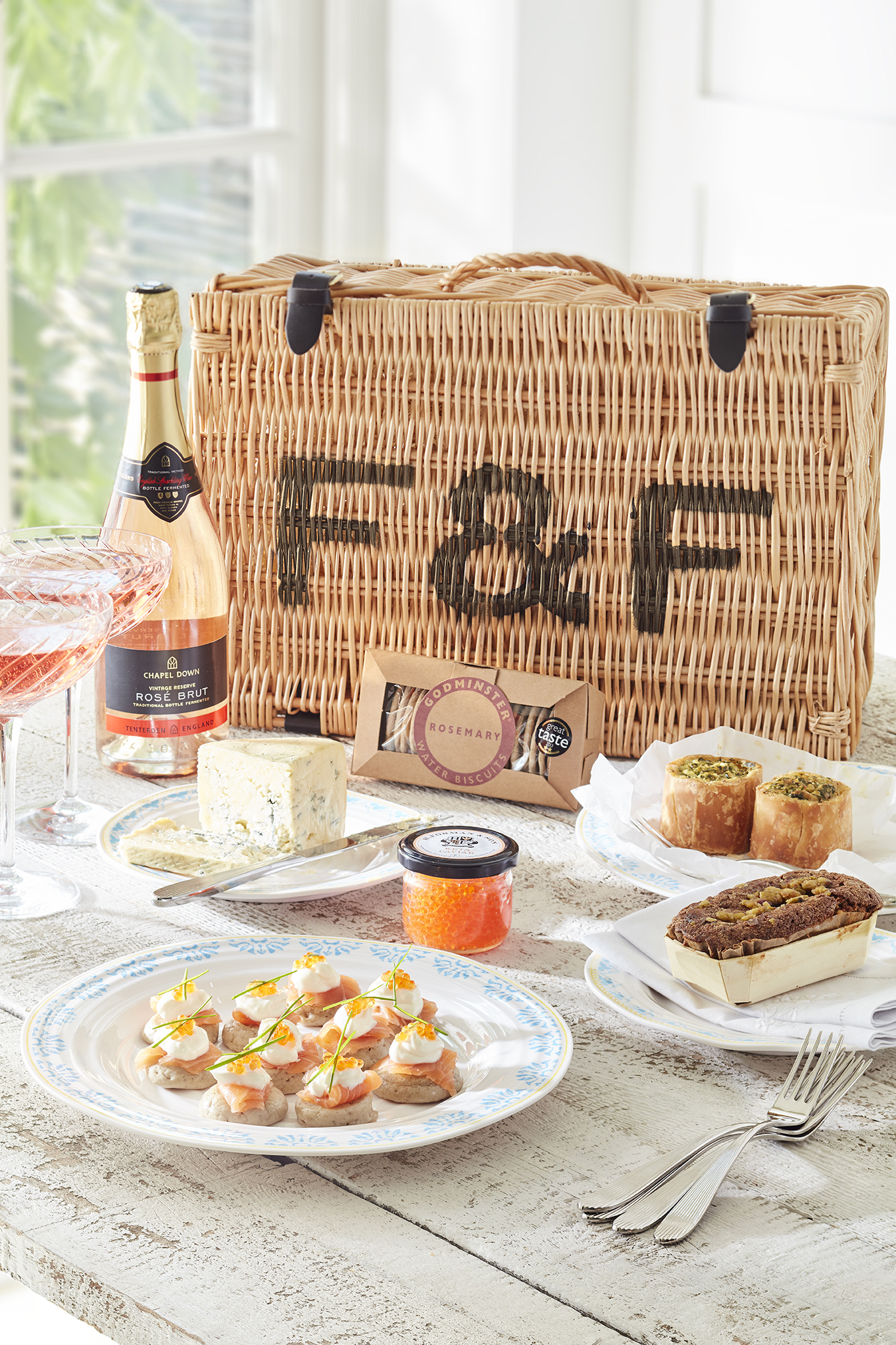 It Is Never Too Late For An Artisan Picnic | Sophie Conran Hamper – Forman & Field