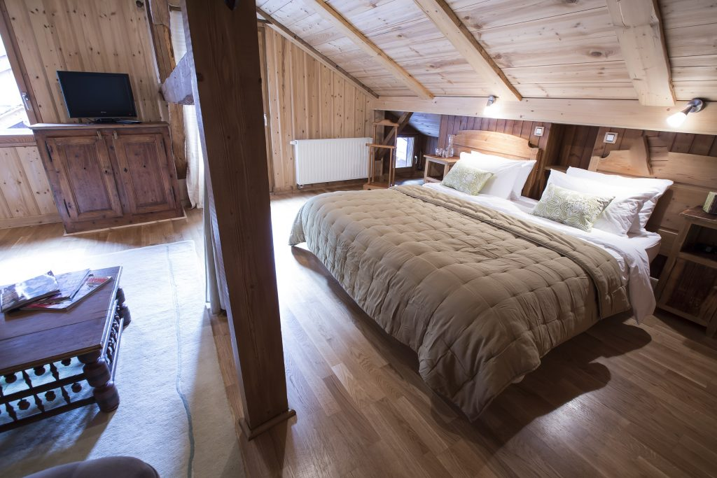 Where To Stay For The Ultimate Romantic Ski Holiday | Chalet Joli – Morzine, France