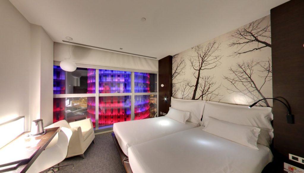 Hotel Diagonal Barcelona - Bedroom overlooking Torre Glòries