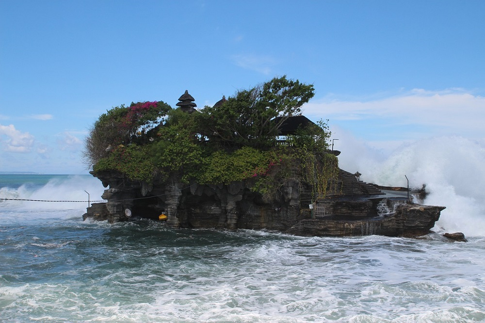 6 Must Visit Places In The Beautiful Paradise Of Bali | TANAH LOT